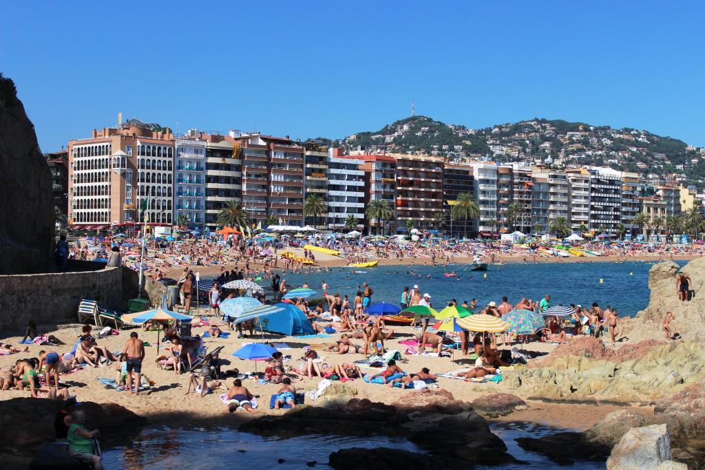 Наверно, самый шумный пляж Испании