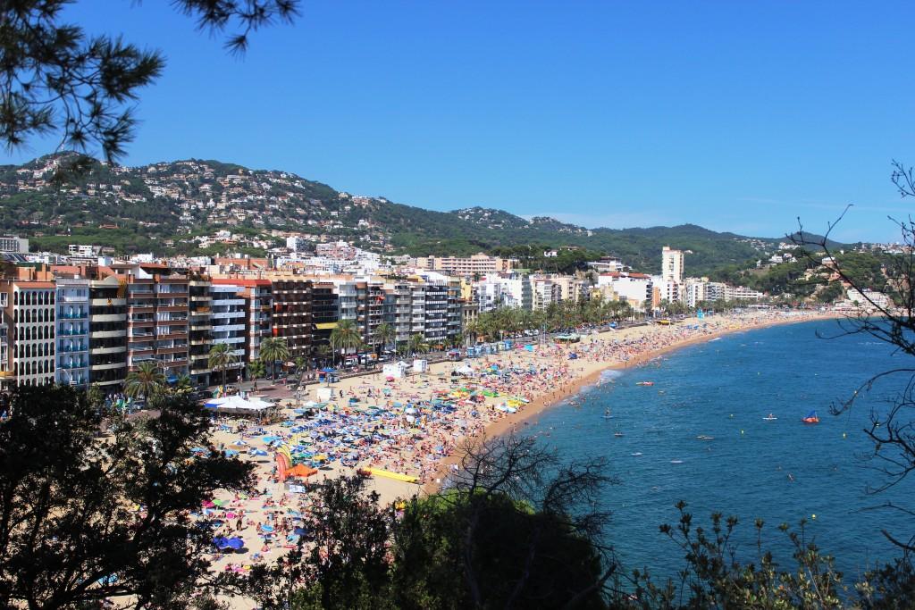 Наверно, самый шумный пляж Испании 2