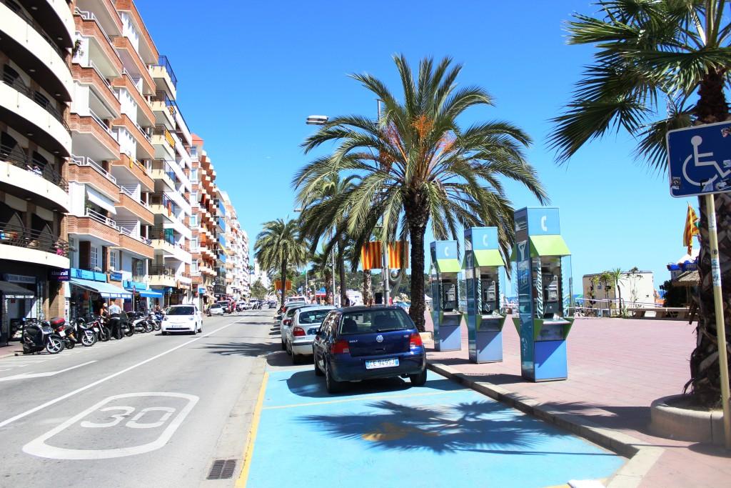 Улица вдоль пляжа в Льорете