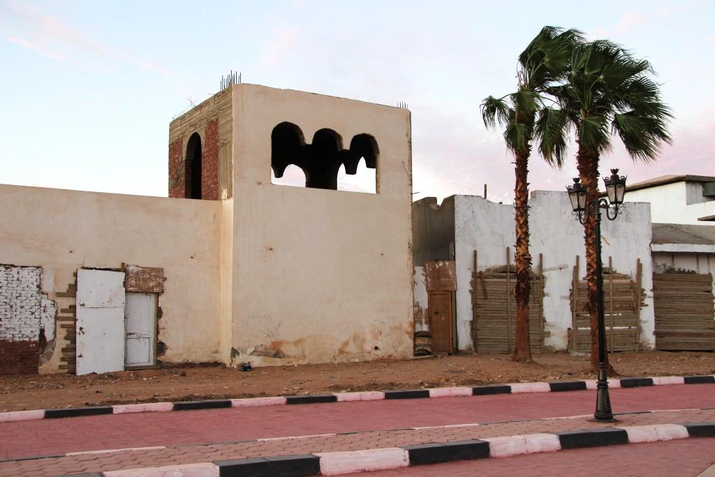 заброшенный недострой в Египте.