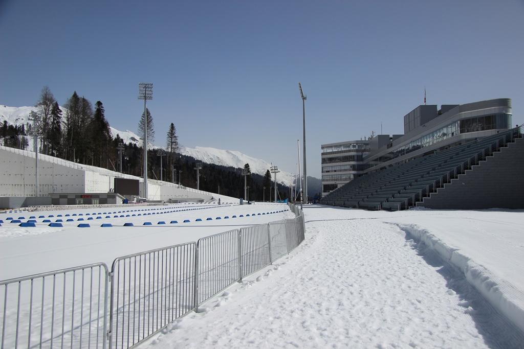 а наверху снег стадион