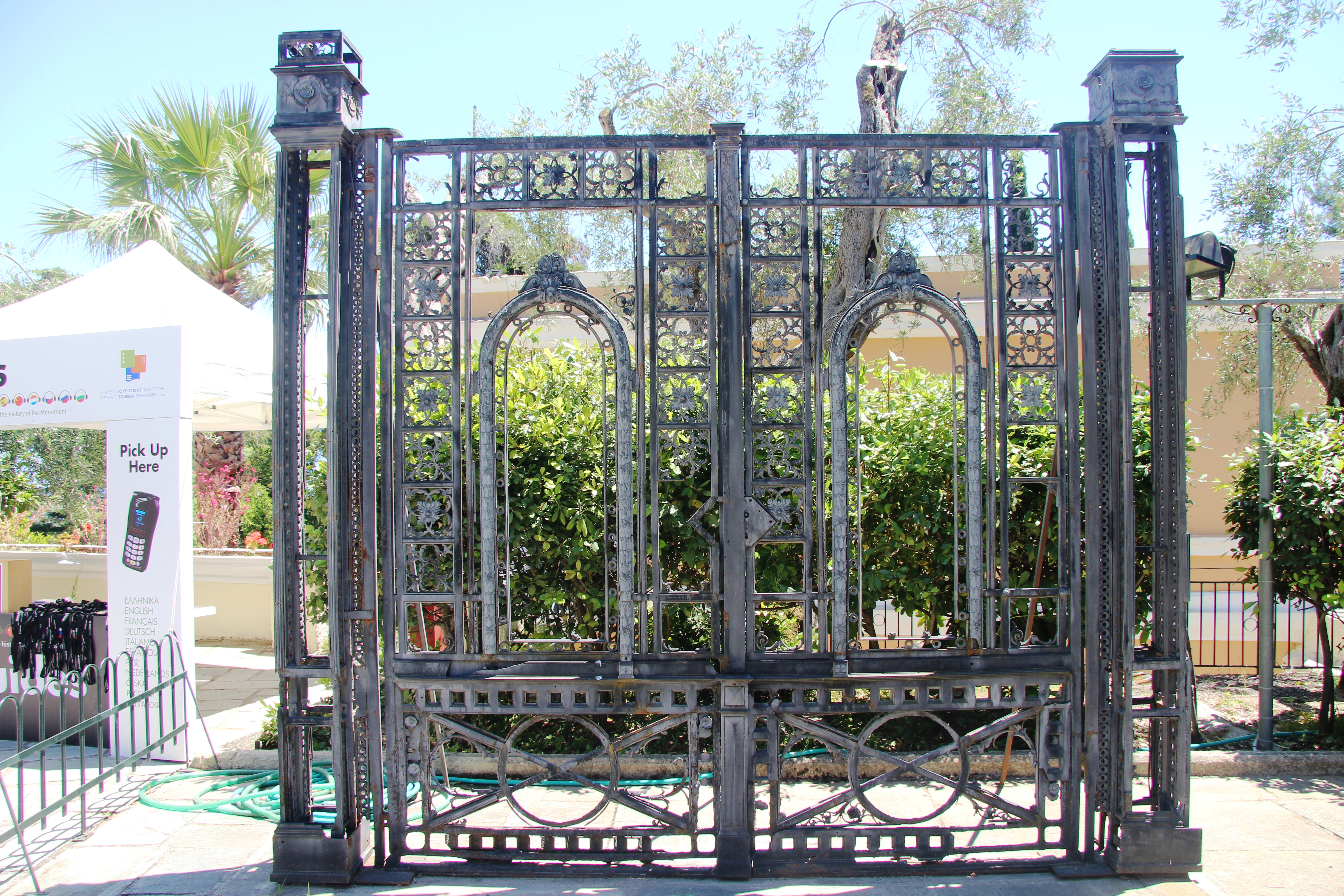 печальная сиси дворец 16 ворота